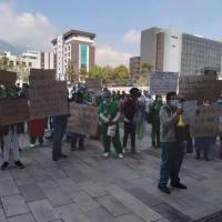 Otra protesta de proveedores de limpieza en hospitales frente a Carondelet