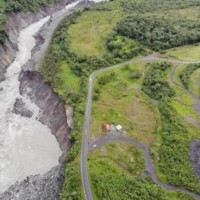 Río Coca provoca derrumbe y represamiento de sus aguas