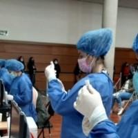 Ecuador arranca vacunación con la tercera dosis, contra el coronavirus, a todo el personal de salud